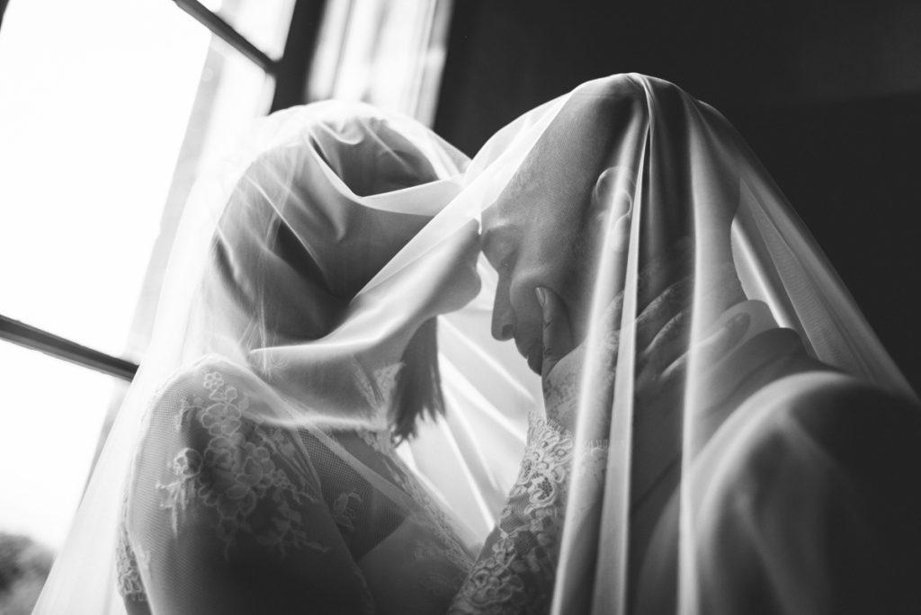 Photographe de mariage à Dijon en Bourgogne. Reportage de mariage au leica1