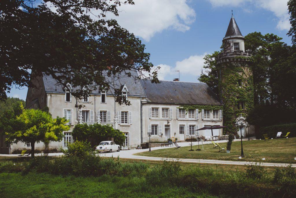 Photographe de mariage à Dijon, en Bourgogne et sur Paris. Reportage d'auteur au Leica.52