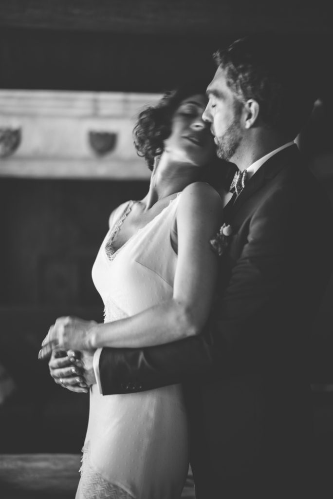 Photographe de mariage à Dijon, en Bourgogne et sur Paris. Reportage d'auteur au Leica.48