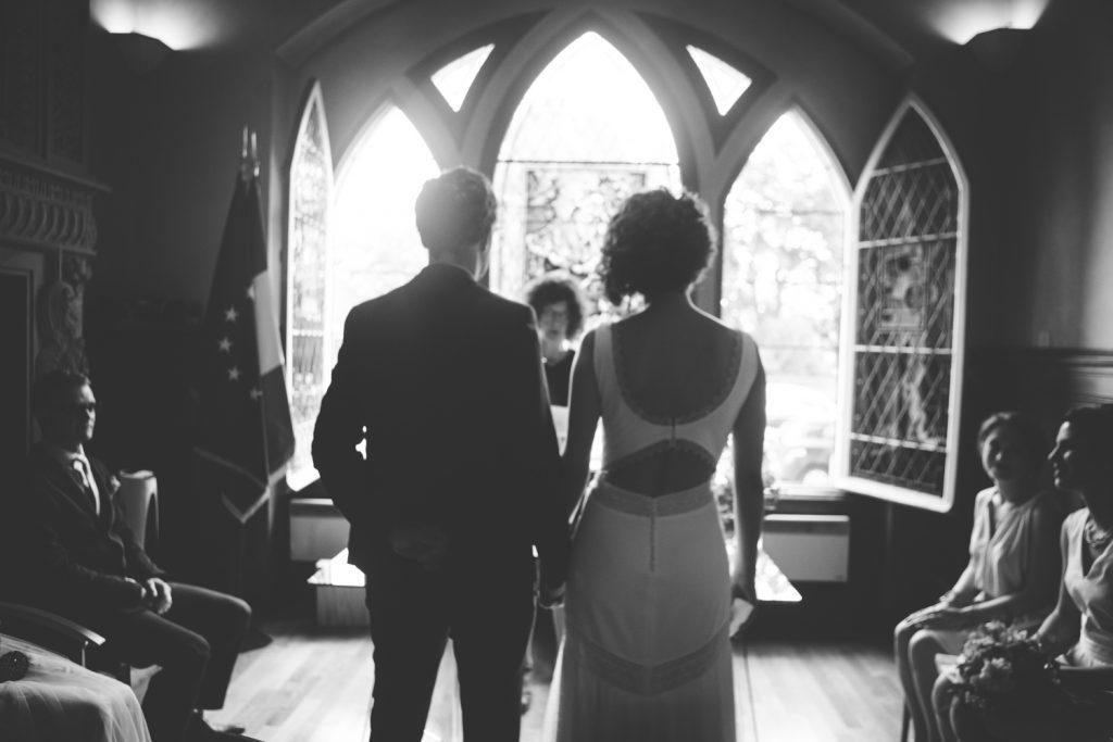 Photographe de mariage à Dijon, en Bourgogne et sur Paris. Reportage d'auteur au Leica.18
