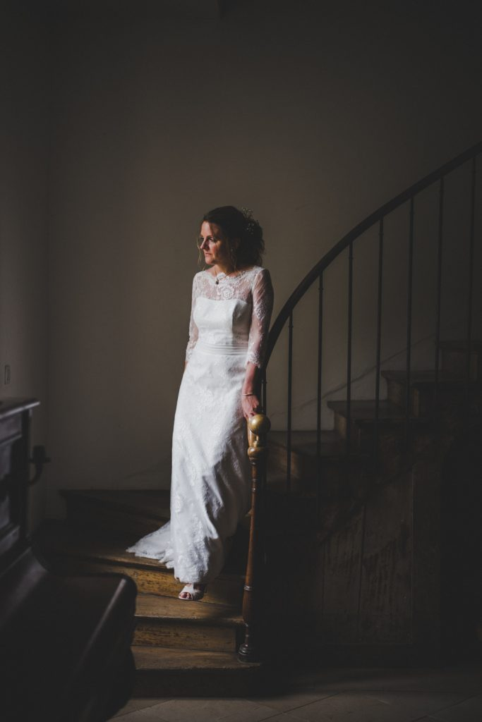 Reportage photo de mariage vers Dijon, au château de Barbirey-sur-Ouche. Lifestyle wedding photography with Leica.11