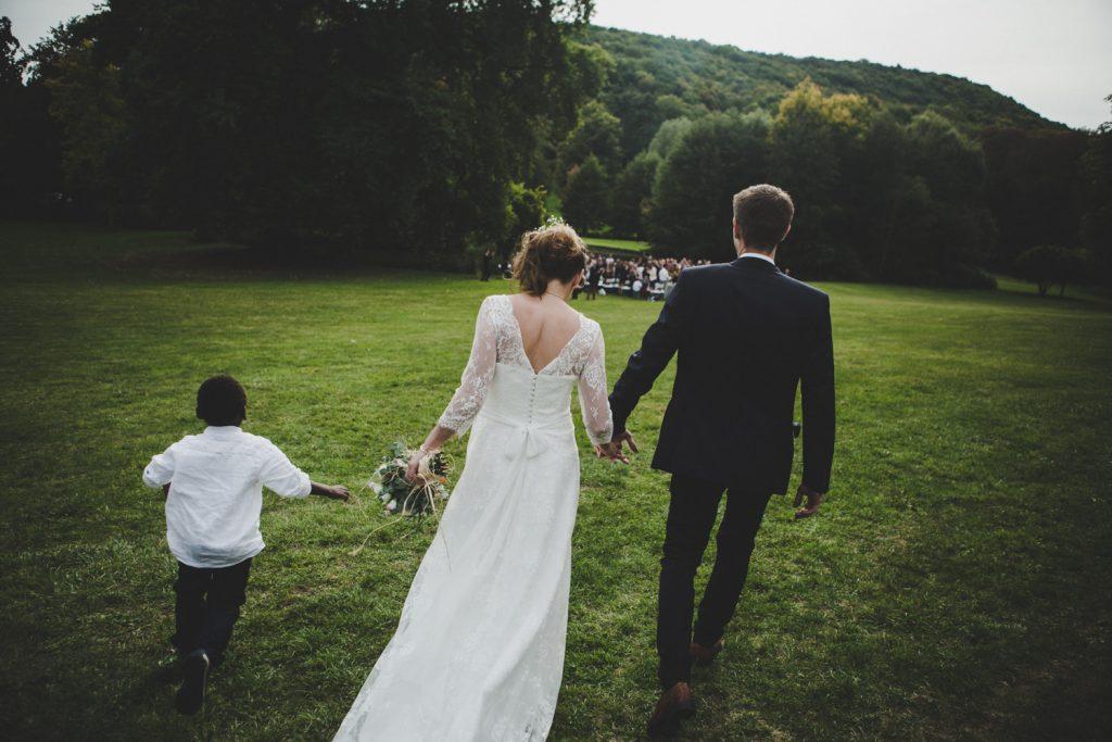 Reportage photo de mariage vers Dijon, au château de Barbirey-sur-Ouche. Lifestyle wedding photography with Leica.10