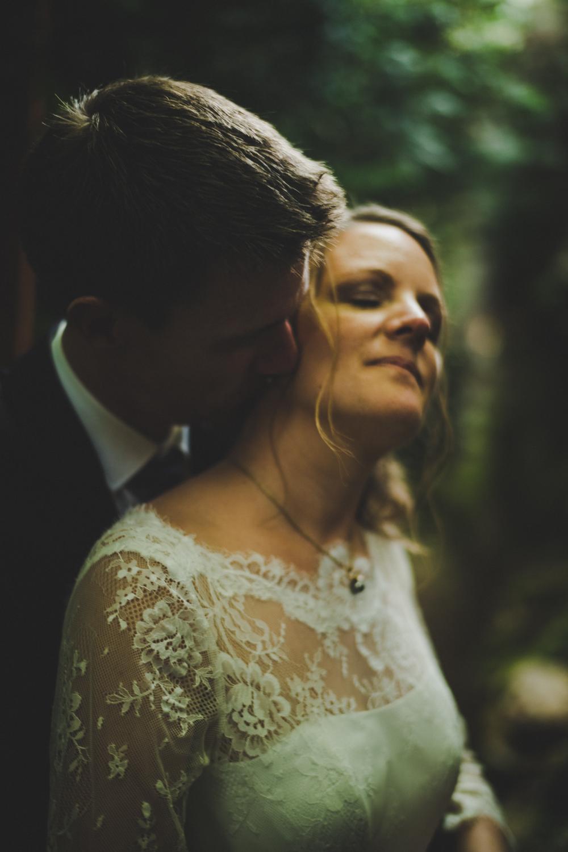 Photographie de mariage vers Dijon, au château de Barbirey-sur-Ouche. Jonas Jacquel, lifestyle wedding photographer.