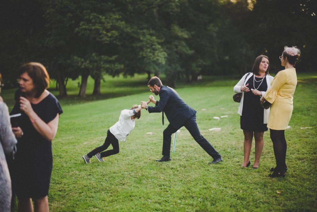Reportage photo de mariage vers Dijon, au château de Barbirey-sur-Ouche. Lifestyle wedding photography with Leica.17
