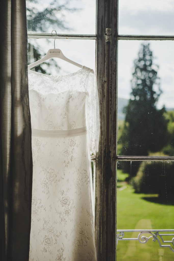 Reportage photo de mariage vers Dijon, au château de Barbirey-sur-Ouche. Lifestyle wedding photography with Leica.3