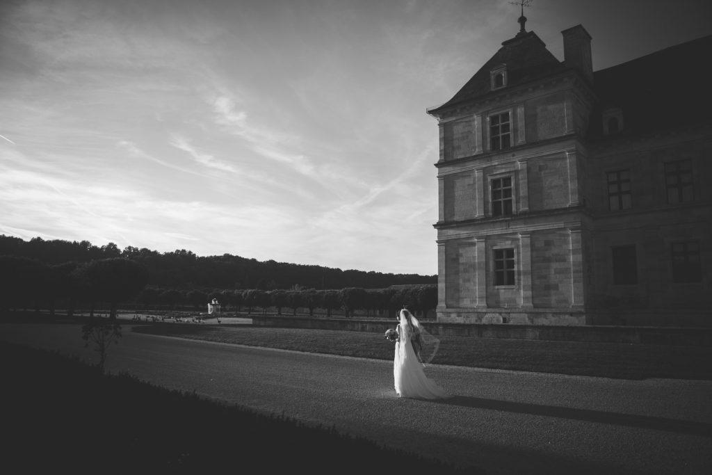 Photographe de mariage à Dijon en Bourgogne. Mariagefranco-chinois à Ancy-le-Franc en Bourgogne.30