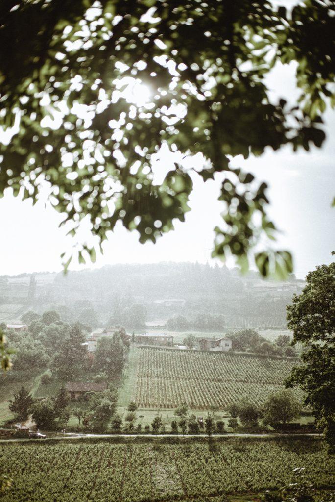 Photographe de mariage et de reportage à Dijon, en Bourgogne. Jonas Jacquel au château de Pierreclos.16