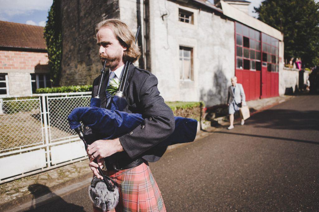 Photographe de mariage à Dijon, en Bourgogne, marié écossais, Jonas Jacquel26